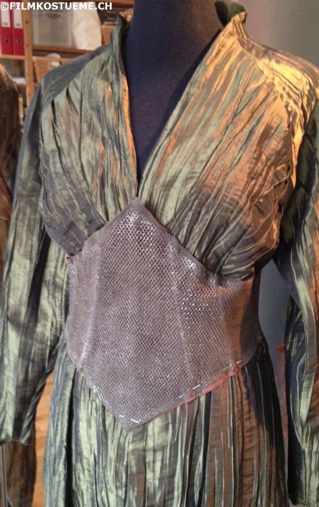 filmkostueme.ch_tauriel_mirkwood_corset_bracers_layers07