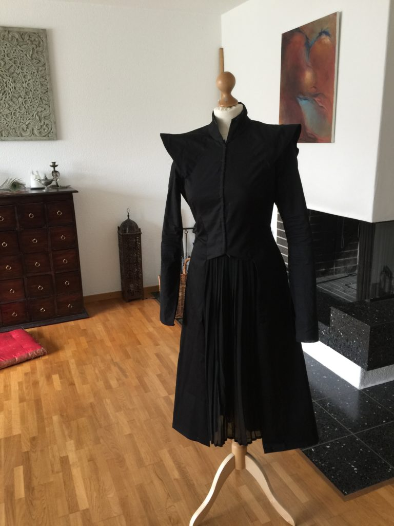 Daenerys silver black Season 7 dress