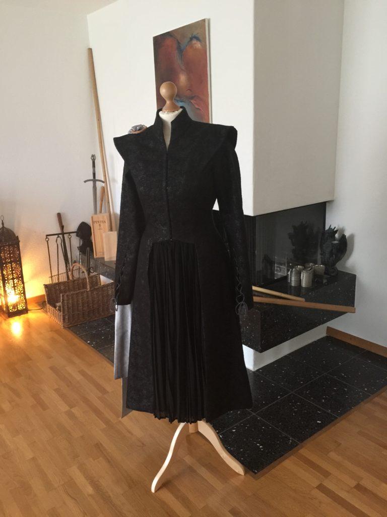 Daenerys silver black Season 7 dress